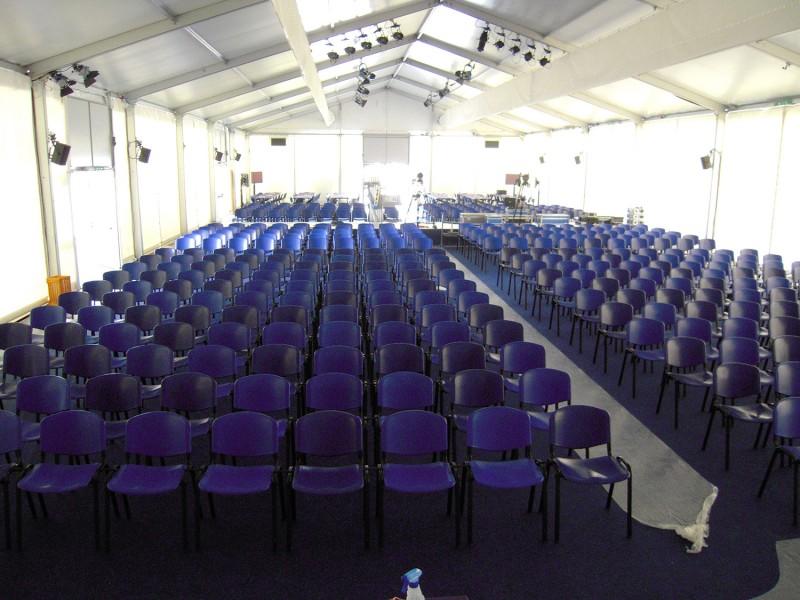 Sedie Di Plastica Usate : Noleggio sedie e tavoli per ogni evento noleggio service