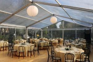 Allestimento tavoli e sedie per matrimonio