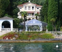 Tendostruttura esagonale con teli kristal a Gardone Riviera