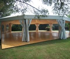 Tenda decagonale a noleggio con controsoffitto
