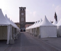 Gazebo a noleggio per evento in piazza