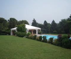 Tendostruttura bordo piscina per matrimonio