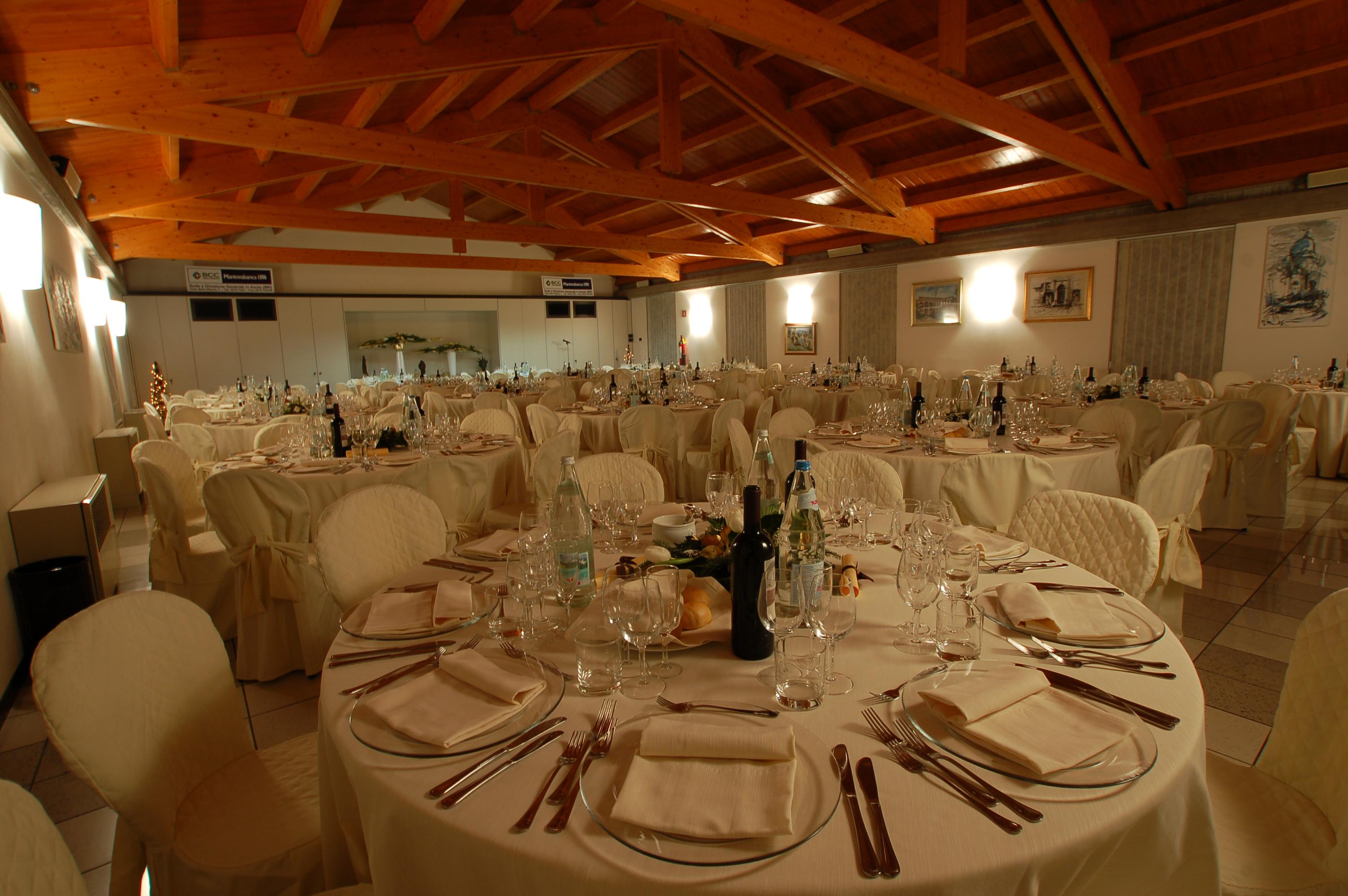 Galateo a tavola come apparecchiare per le diverse occasioni noleggio service - Regole del galateo a tavola ...